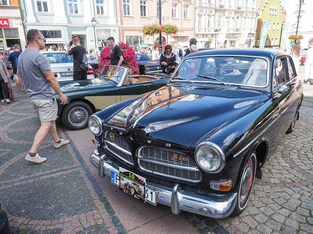 Zdjęcie numer 11 w galerii - Międzynarodowy rajd zabytkowych pojazdów na Rynku w Wałbrzychu. Było co podziwiać [ZDJĘCIA]