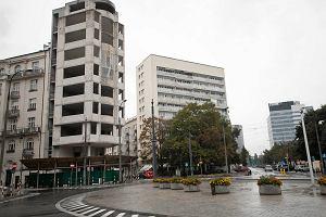 Od 21 lat szkielet straszy w warszawskim Śródmieściu. Ratusz bezradny