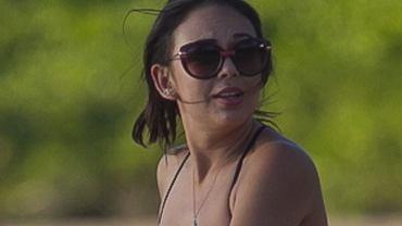 """Janel Parrish ma 26 lat, pochodzi z Hawajów,  a sławę przyniósł jej serial """"Słodkie kłamstewka"""", w którym gra od 2010 roku. Jej imię i nazwisko nic wam nie mówią? Gdy zobaczycie, jak prezentuje się w bikini, z pewnością zapragniecie poznać ją bliżej."""