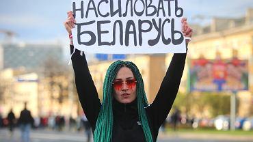 Pokojowe protesty Białorusinów nie ustają. W 'Marszu partyzantów' w Mińsku uczestniczy  kilkadziesiąt tysięcy osób, 18.10.2020