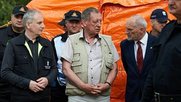 Wojewoda pomorski Dariusz Drelich, minister środowiska Jan Szyszko oraz szef MON Antoni Macierewicz