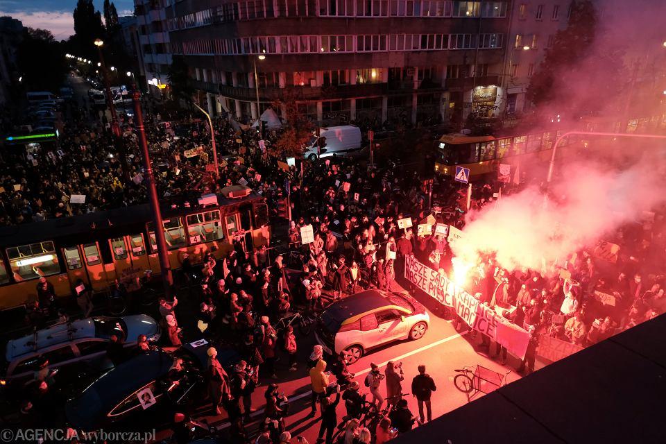Blokowanie ruchu samochodowego w protescie przeciwko wyrokowi Trybunału Konstytucyjnego w sprawie aborcji, Warszawa 27.10.2020