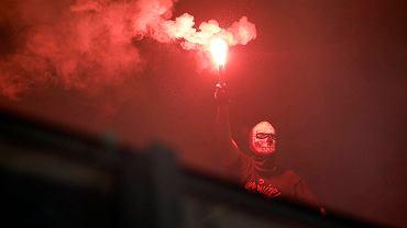 race rozpalone przez fanów Ruchu podczas meczu z Wisłą