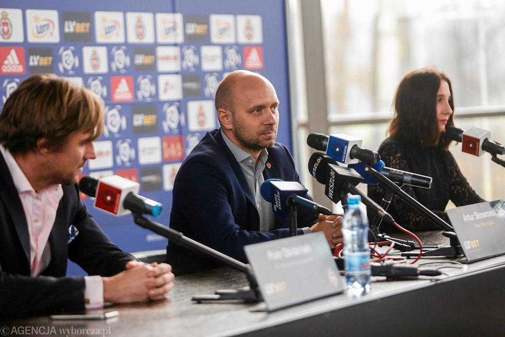P.o prezesa Piotr Obidziński, trener Artur Skowronek i rzeczniczka prasowa Karolina Biedrzycka