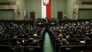 Adrian Zandberg podczas wystąpienia po expose premiera rządu PiS Mateusza Morawieckiego. Warszawa, Sejm , 19 listopada 2019