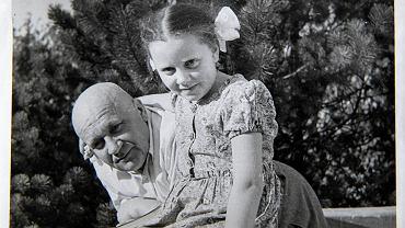 Doktor Tadeusz Kosibowicz z wnuczką Elżbiet
