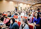 Ile kosztuje wyższe wykształcenie w Polsce? Aegon: średnio 150 tys. zł [WYKRES]