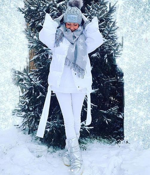 Małgorzata Rozenek w białej zimowej stylizacji
