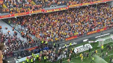 Kerusuhan di tribun selama pertandingan Liga 1