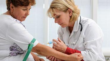 Statystyki pokazują, że najwięcej problemów z pobraniem krwi jest wynikiem odwodnienia