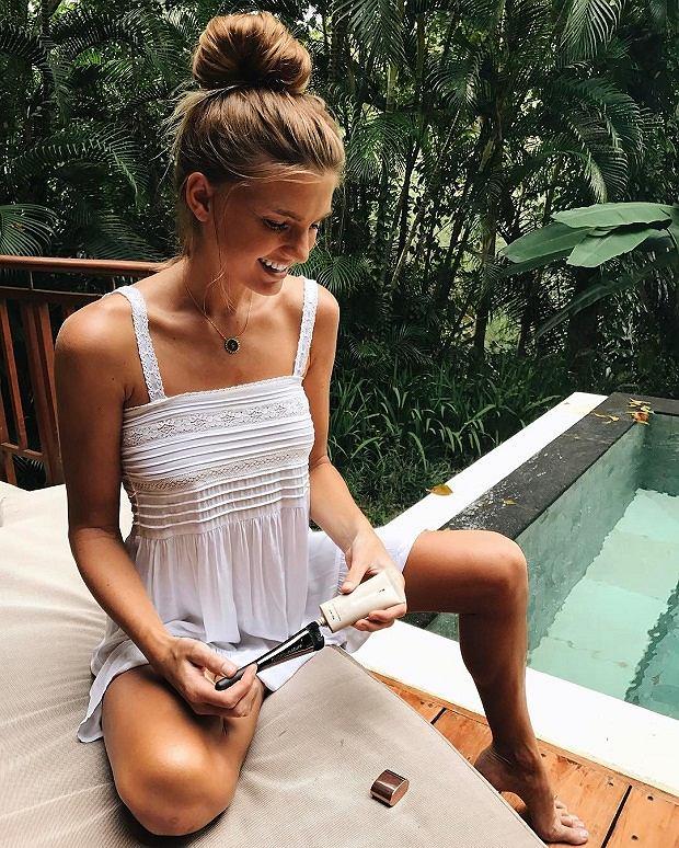 Sjana Elise to jedna z gwiazd Instagrama, której trend na 'zgubione soczewki' nie jest obcy