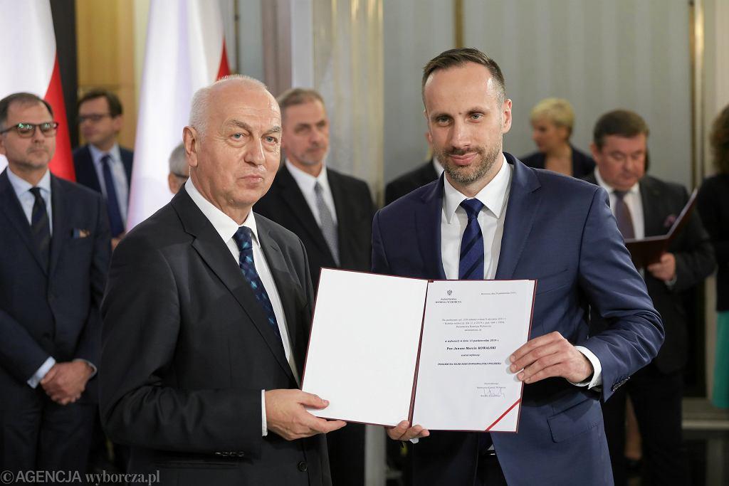 Janusz Kowalski podczas uroczystości wręczenia zaświadczenia o wyborze na posła