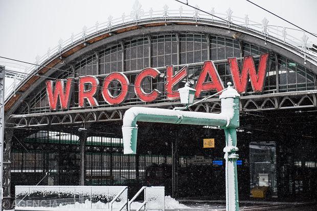 Zdjęcie numer 0 w galerii - Wrocław pod śniegiem. Zobacz zimowe zdjęcia z centrum miasta [FOTO]