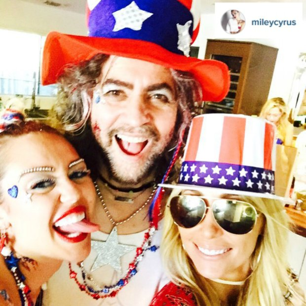 Miley Cyrus z mamą, Tish Cyrus i Waynem Coyne z Flaming Lips