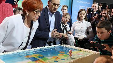 Trzy lata programu 500 plus. Na zdjęciu premier Mateusz Morawiecki i szefowa MRPiPS Elżbieta Rafalska