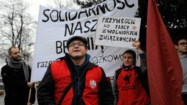 Pikieta związkowców (Inicjatywa Pracownicza) w obronie zwolnionych za zapisanie się do związku. Wrocław, 18 grudnia 2015