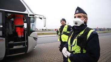Epidemia koronawirusa. Kontrola autokarów wjeżdżających do Polski, Kołdaskowo, 9 marca 2020