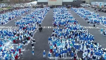 Ponad 3,5 tysiąca Francuzów przebrało się za Smerfy, by pobić rekord