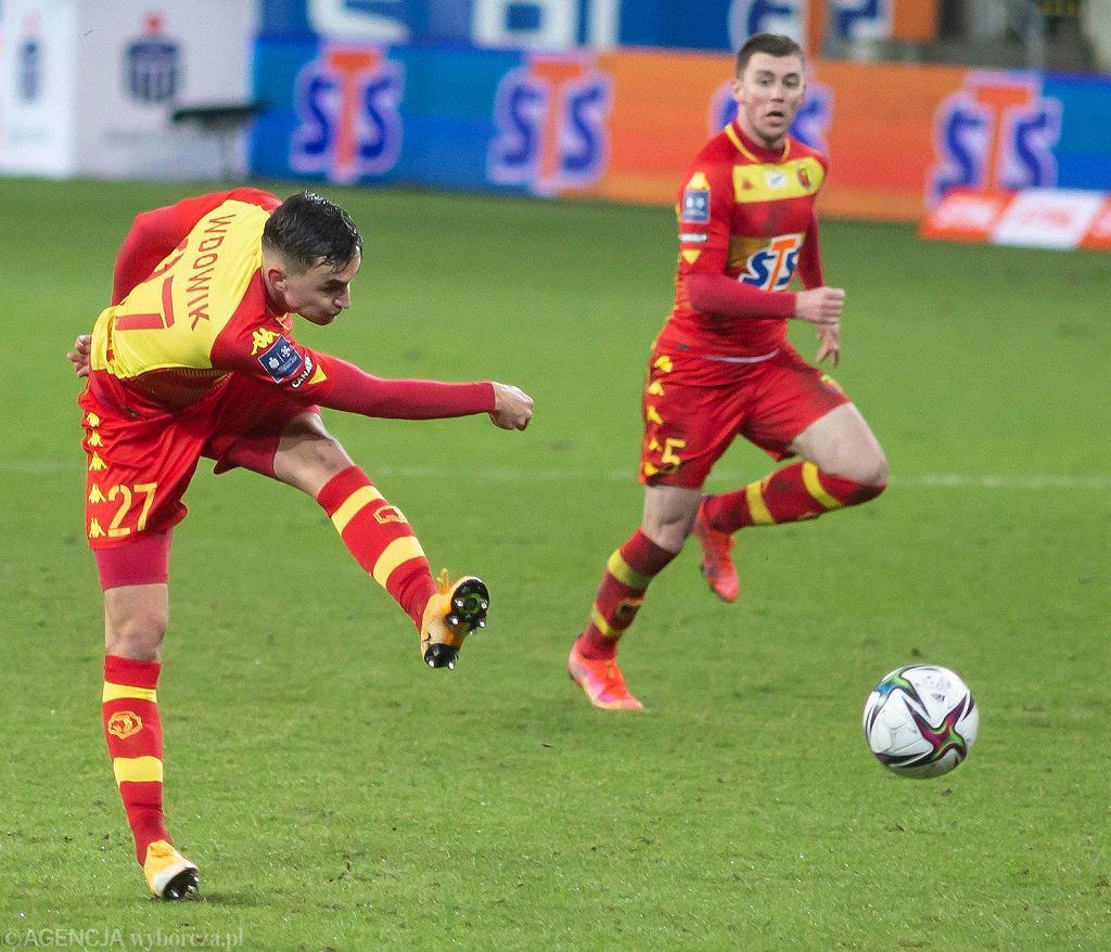 W piątek (12 marca) Jagiellonia Białystok podejmowała przy Słonecznej Pogoń Szczecin. To było kolejne słabe spotkanie Żółto-Czerwonych, którzy przegrali 0:1 i kończyli mecz w 'dziewiątkę' oraz bez trenera.