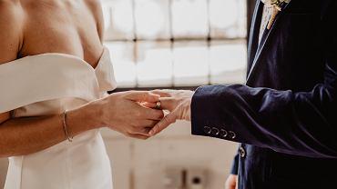 Życzenia ślubne. Wszystko, co trzeba wiedzieć o składaniu życzeń z okazji ślubu