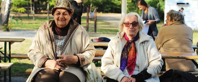 """Pani Grażyna ma 82 lata, dwie zastawki w sercu i niesamowitą radość życia. """"W porównaniu ze stanem wojennym teraz mam luksus"""""""