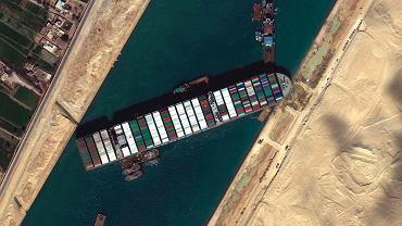 Statek Ever Given blokujący Kanał Sueski