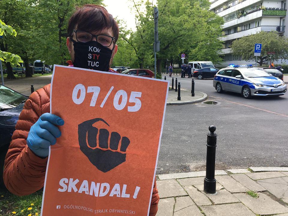 Ogólnopolski Strajk Obywatelski. Protest przed Sejmem