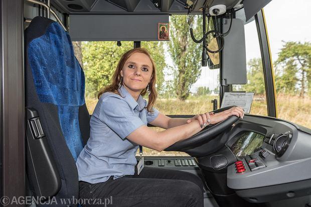 Katarzyna Jazienicka-Nawrocka: - Autobusy to moja miłość od dzieciństwa. Jeżdżę bardzo ostrożnie, mam dobry kontakt z pasażerami i nikt nigdy nie odniósł się do mnie źle tylko dlatego, że jestem kobietą