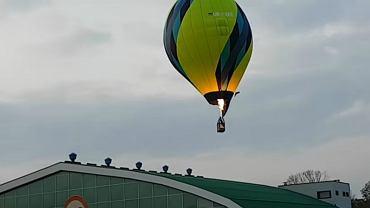 Balon uderzył w dach hali targowej w Krośnie