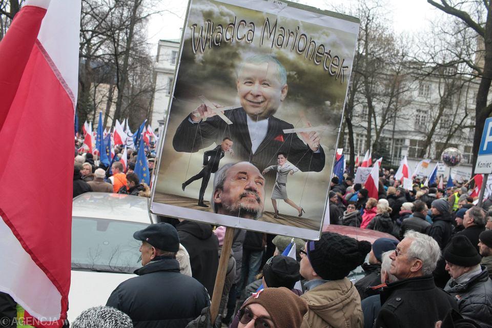 Zdjęcie numer 1 w galerii - KOD i Nowoczesna protestują w obronie Trybunału Konstytucyjnego [RELACJA I ZDJĘCIA]