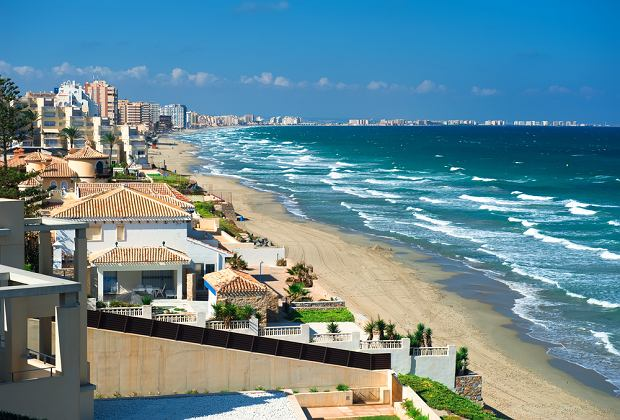 Hiszpania wakacje. La Manga - Costa CAlida/shutterstock