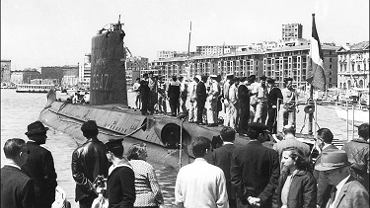 Francuski okręt podwodny 'La Minerve' w porcie w Marsylii, lata 60. XX wieku.