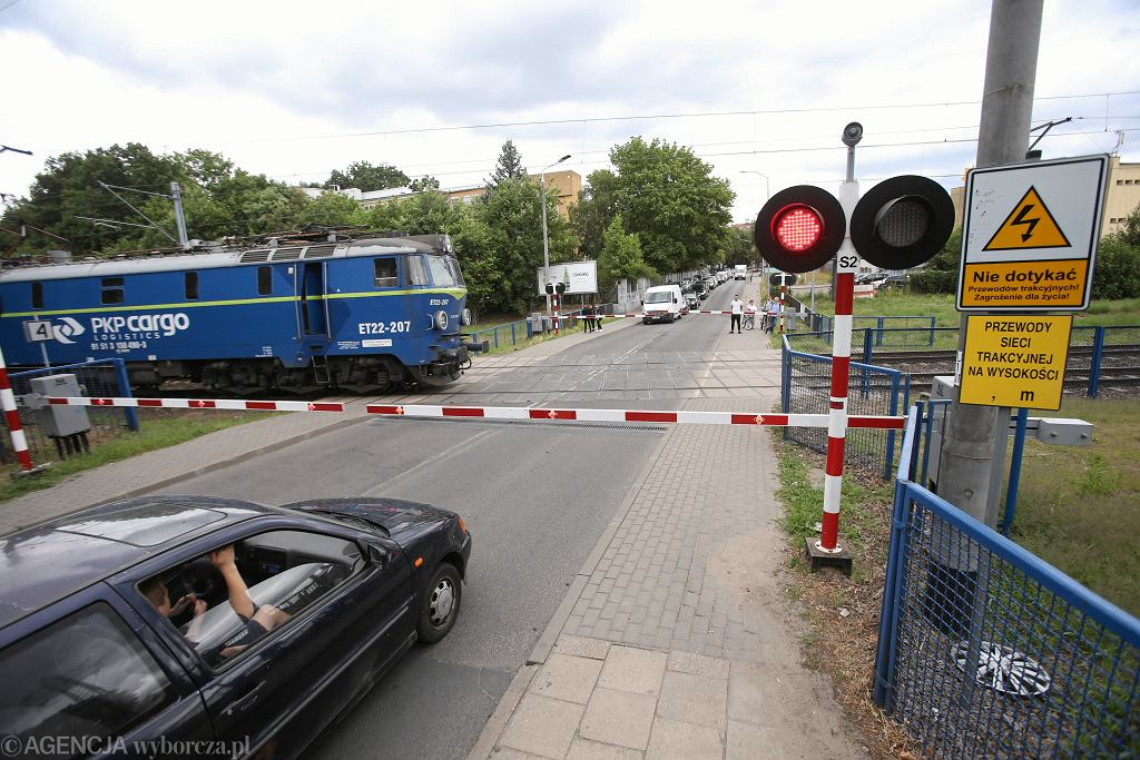 Na przejazdach kolejowych staną fotoradary