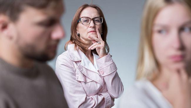 """Kobiety często nie chcą nazywać teściowej """"mamą"""", ale nie potrafią z tego wybrnąć"""