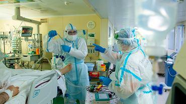 W ostatnim tygodniu liczba nowych zachorowań na koronawirusa podskoczyła w Moskwie o 54,4 proc. Na zdjęciu jeden z moskiewskich szpitali przeznaczonych dla pacjentów z COVID-19