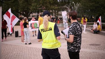 Najnowsze rządowe rozporządzenie zakazuje 'spontanicznych' zgromadzeń. Tak stało się z niedzielną pikietą na szczecińskich Jasnych Błoniach w sprawie wyborów na Białorusi, która po informacji policji, nie mogła się odbyć