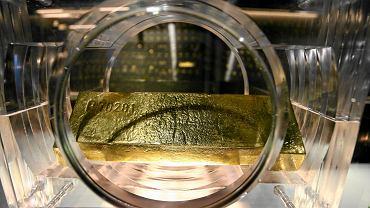 Struktury mogą inwestować w złoto. Sztaba waży kilkanaście kilogramów i warta jest - w zależności od notowań - od 1,8 do 2 mln zł