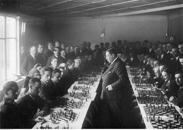 Niedokończona partia szachów przedwojennej bombowej drużyny