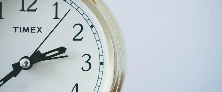 Zmiana czasu 2020. Kiedy przestawiamy zegary z czasu letniego na zimowy?