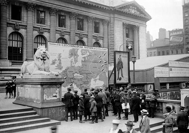 Jesień 1918, Nowy Jork, billboard reklamujący sprawę czeską w Ameryce