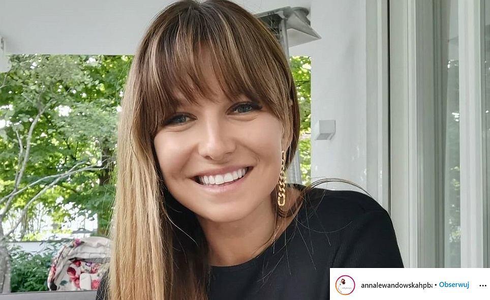 Anna Lewandowska w modnym swetrze z Zary