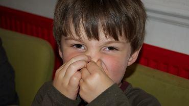 Przyczyny nieświeżego oddechu są różne, często ma to związek z tym, co jemy