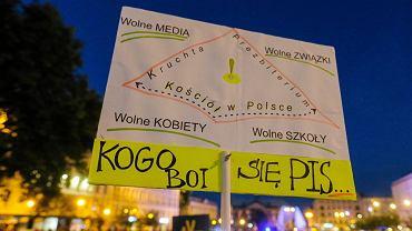 Protest przeciwko 'lex TVN' w Poznaniu