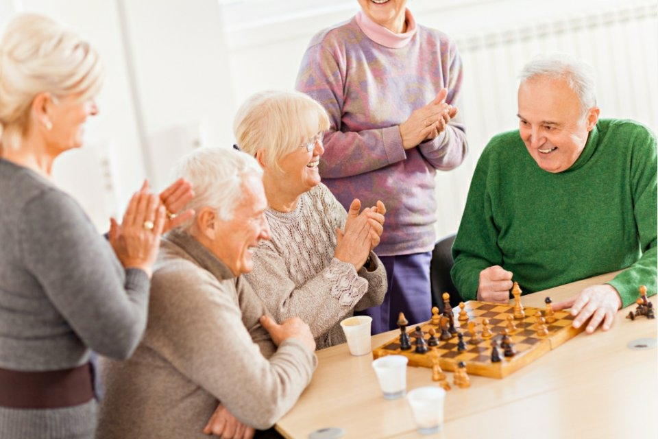 Opieka nad osobami starszymi. Jak wybrać dobry dom opieki