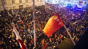 Żałobny wiec gdańszczan pod Urzędem Miasta pamięci prezydenta Pawła Adamowicza