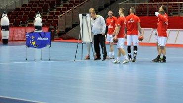 Czwartkowy trening polskich piłkarzy ręcznych w trójmiejskiej Ergo Arenie