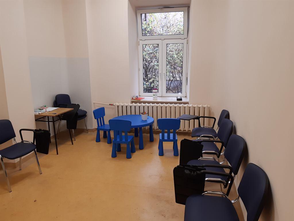 Puste sale przychodni dla dzieci w Szpitalu Wolskim