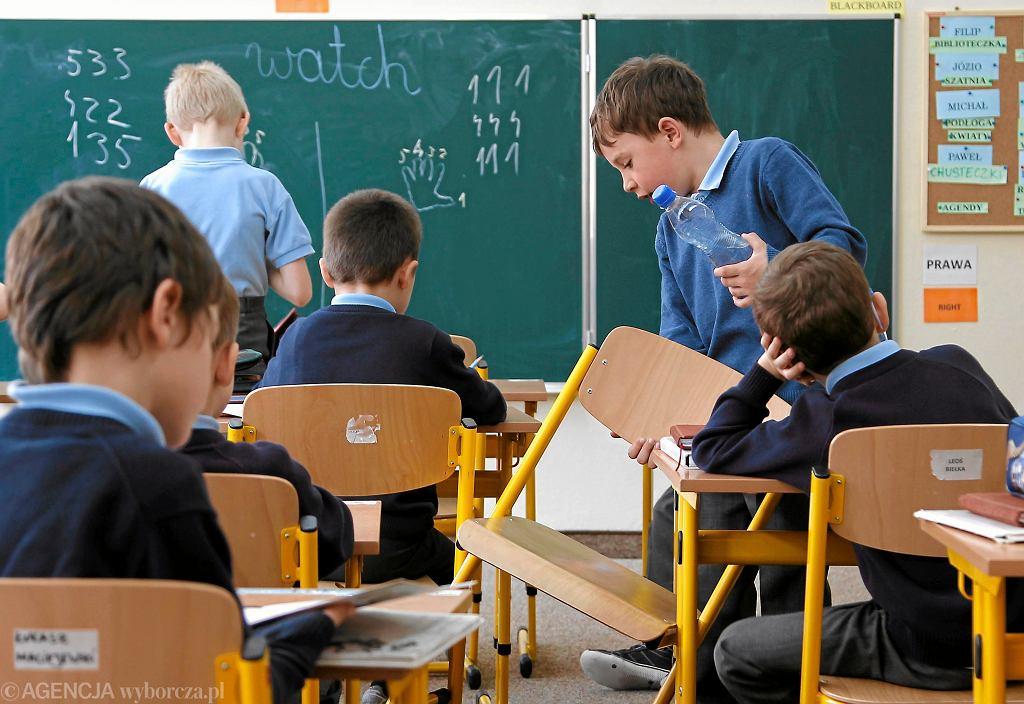Lekcja w szkole podstawowej dla chłopców w Katowicach założonej przez Śląskie Stowarzyszenie Kulturalno - Oświatowe