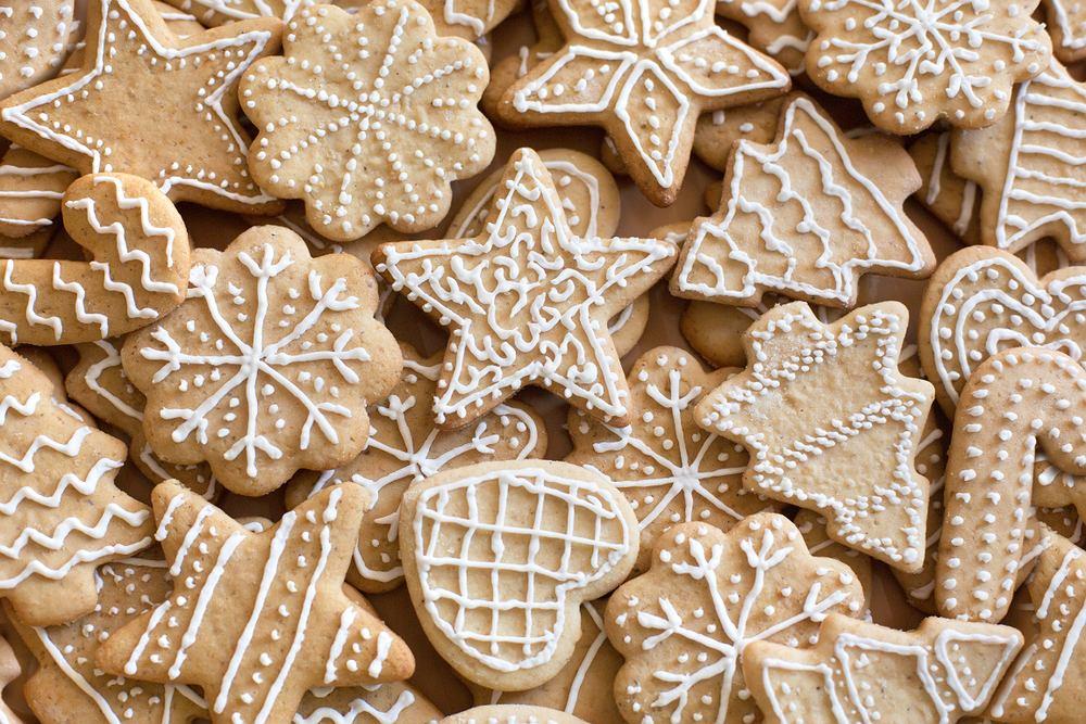 Pierniczki świąteczne są jednym z elementów, które dodają prawdziwej atmosfery świątecznej