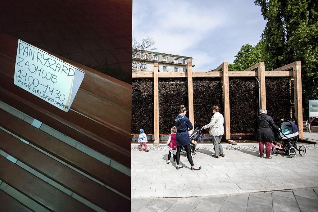 Kartka na jednej z ławek i tężnia na pl. Hallera